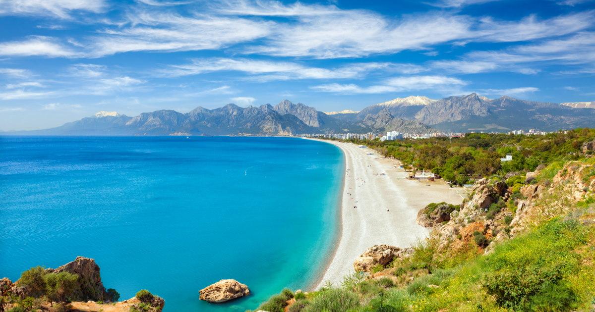 Guide to Konyaaltı Beach in Antalya in Turkey