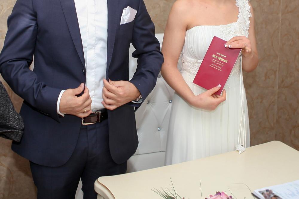 Marriage in the registry office in Turkey