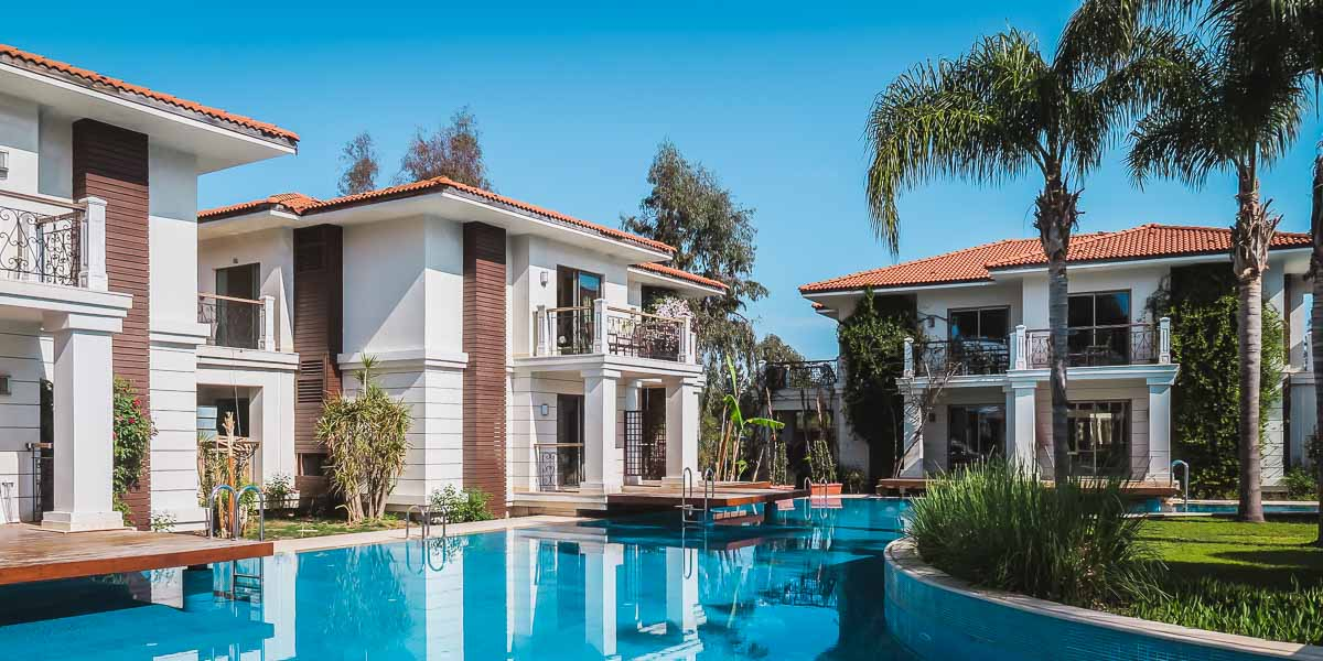 15 selected Hotels in Antalya with Swim Up Pool Rooms